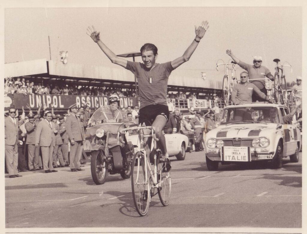 La vittoria di Adorni con Ricci e Colnago sull'ammiraglia - Mondiale 1968, Imola